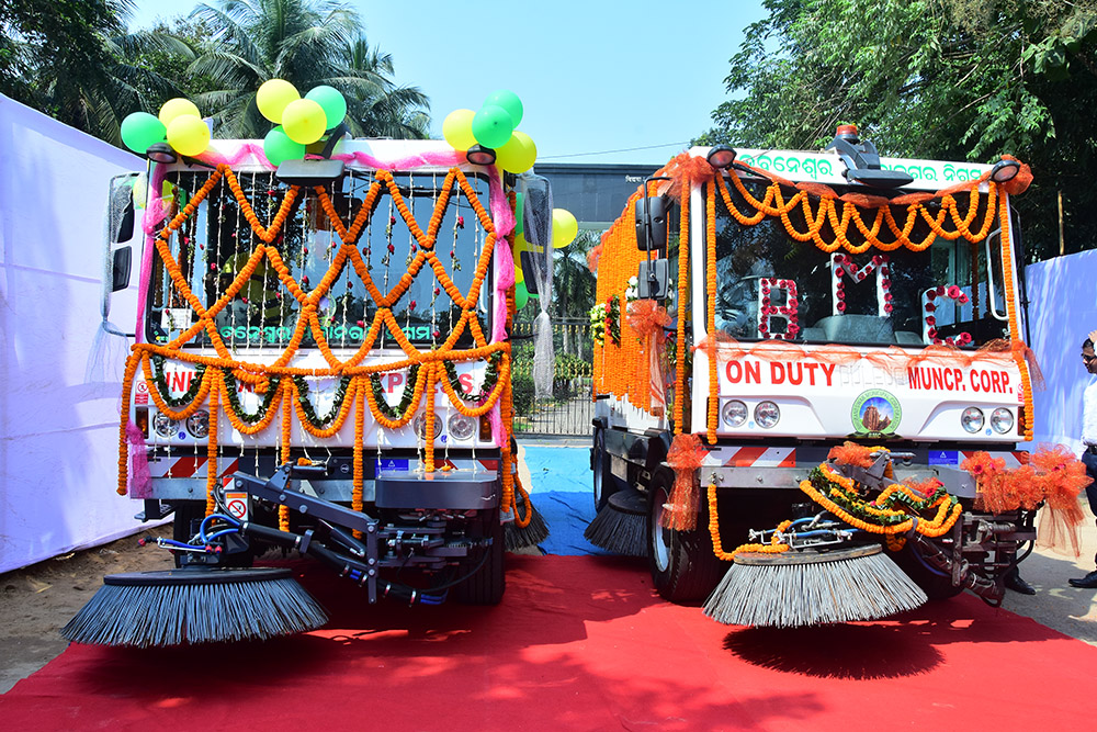 CM flags off mechanical sweeping in city, lays foundation for Smart, pre-fabricated toilets